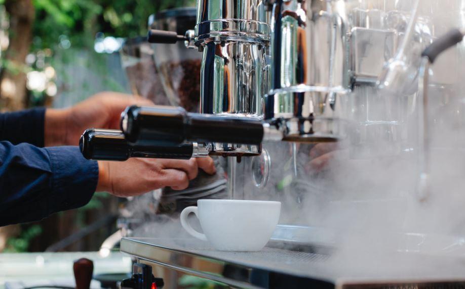 Frischer Kaffeegenuss dank gepflegter Kaffeemaschine